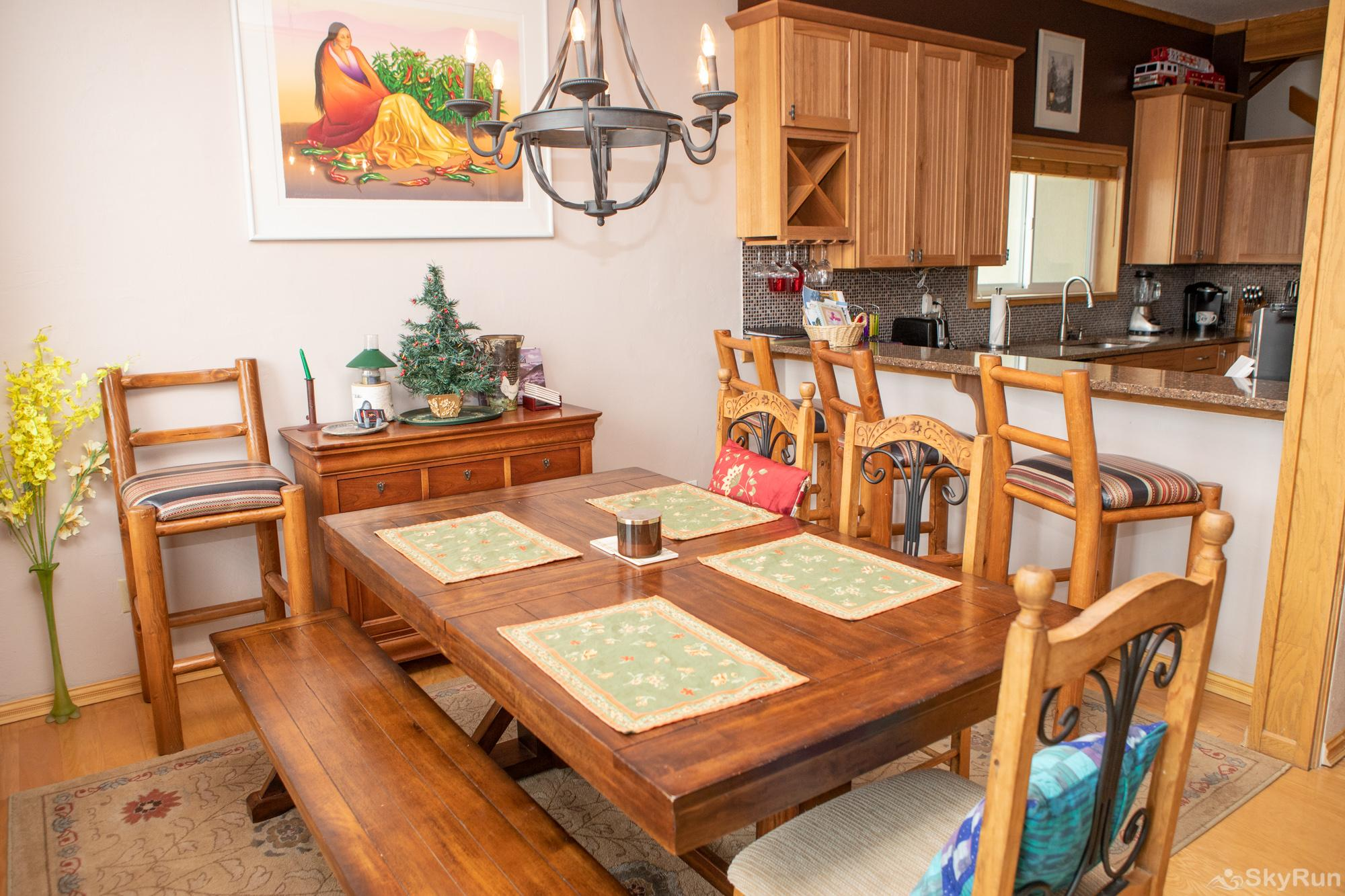 16 Chambertin Townhomes Dining Area