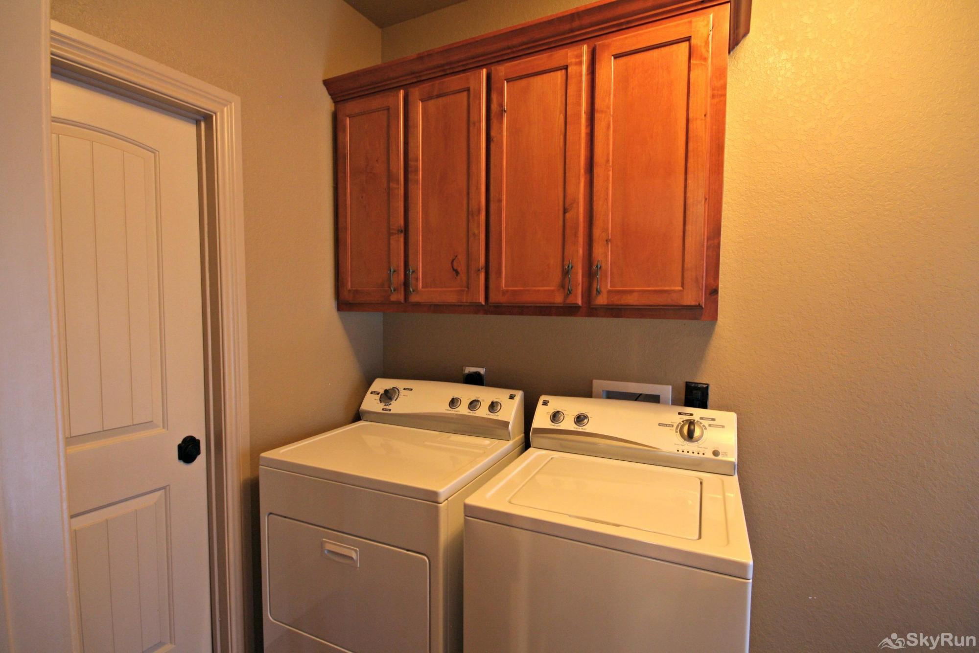 CANYON LAKE HIDEAWAY Laundry Room Available for Guest Use