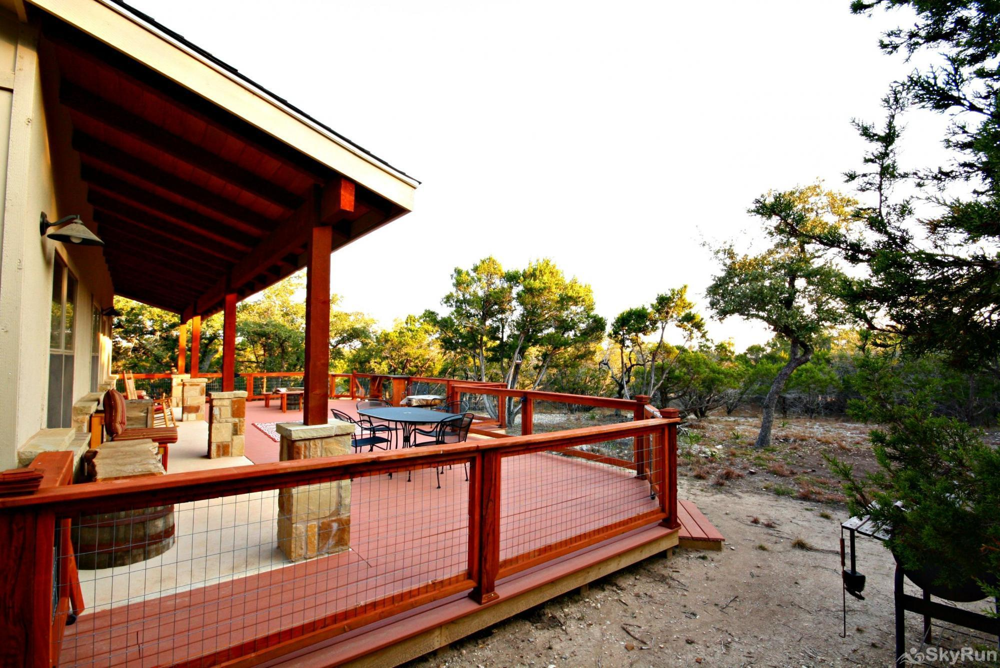 CANYON LAKE HIDEAWAY Relaxing Deck to Enjoy 3 Acres of Quiet