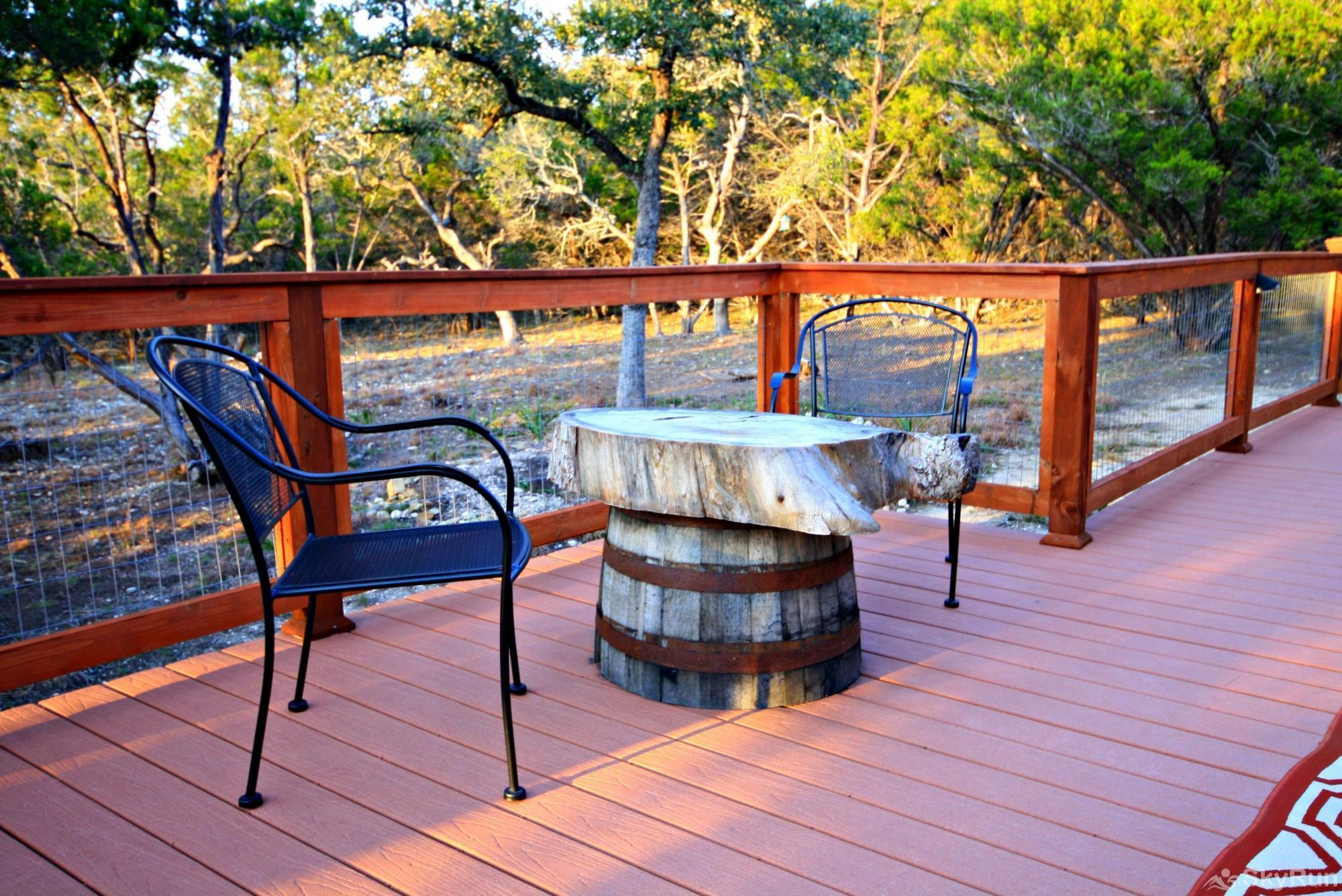 CANYON LAKE HIDEAWAY Rustic Seating Area