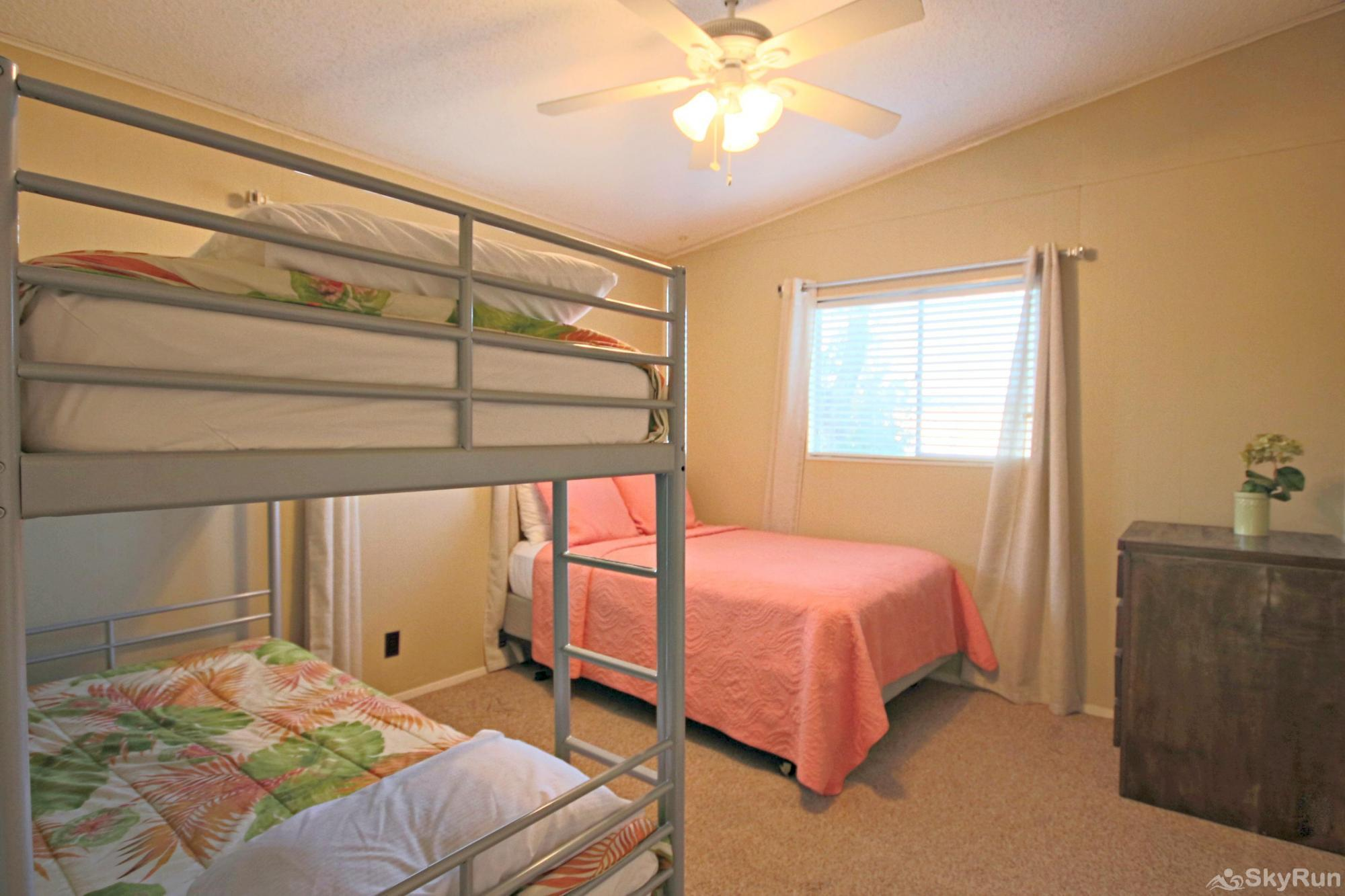 LAKEPOINT LOOKOUT Third Bedroom with Full Bed & Twin Bunks
