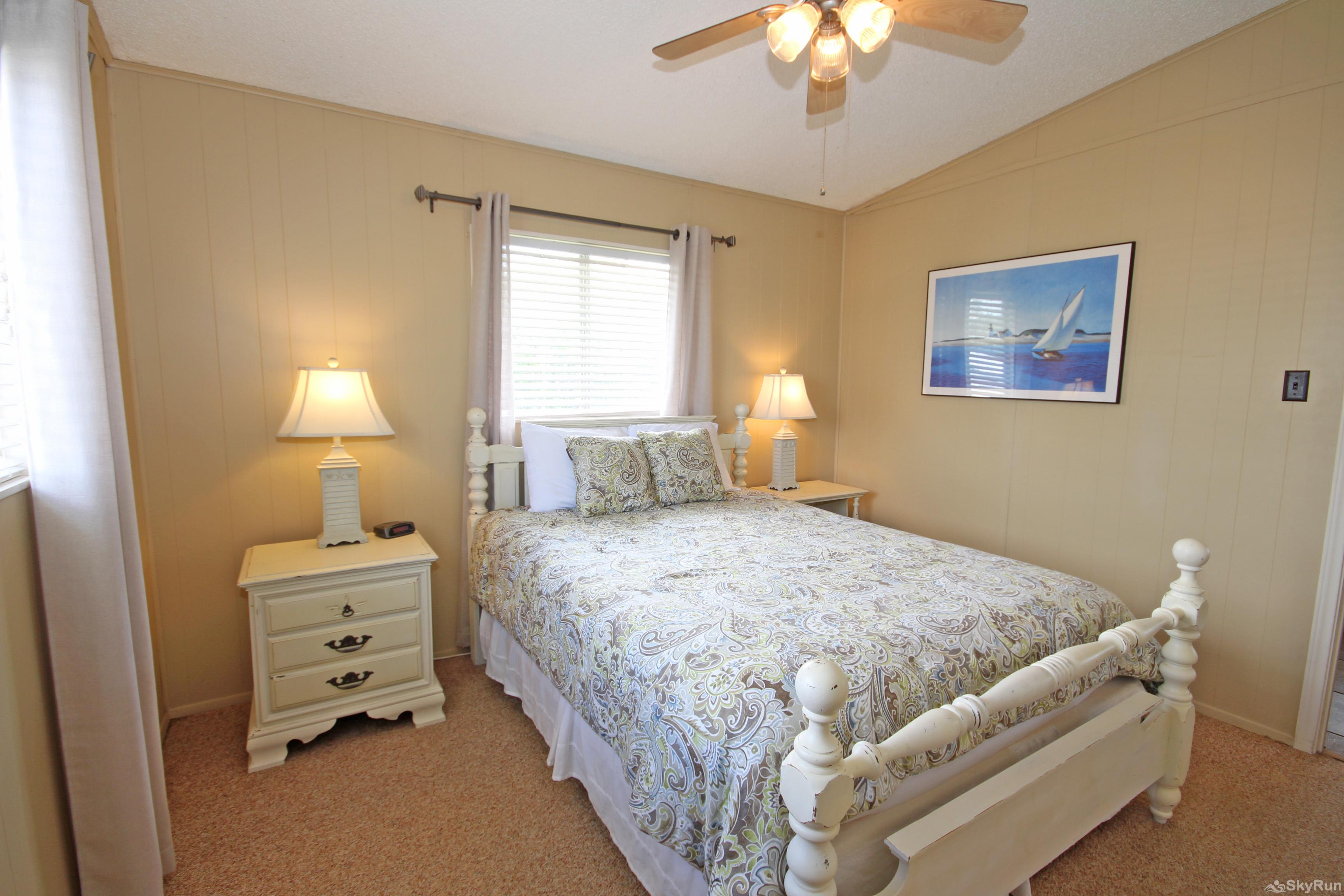 LAKEPOINT LOOKOUT Second Bedroom with Queen Bed