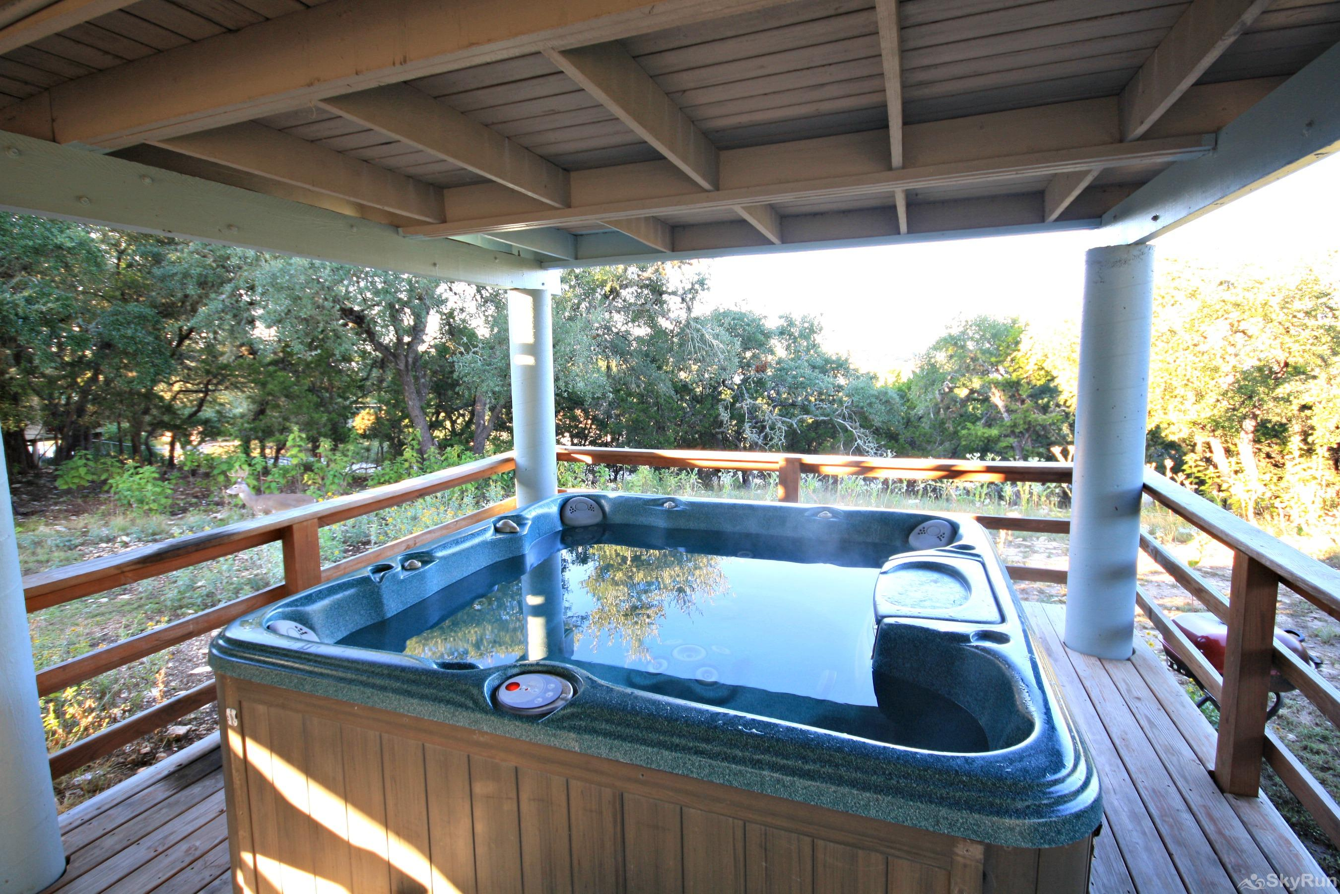 LAKEPOINT LOOKOUT Large hot tub, ready for your enjoyment