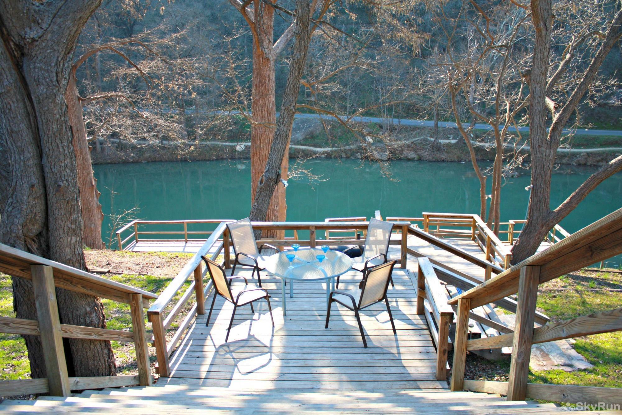 RIO VISTA ON THE GUADALUPE Large Deck with Great River Access