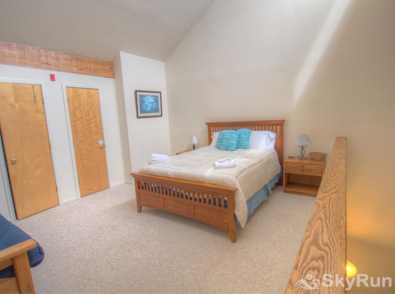 19 Mountainside Open and bright loft bedroom with queen bed