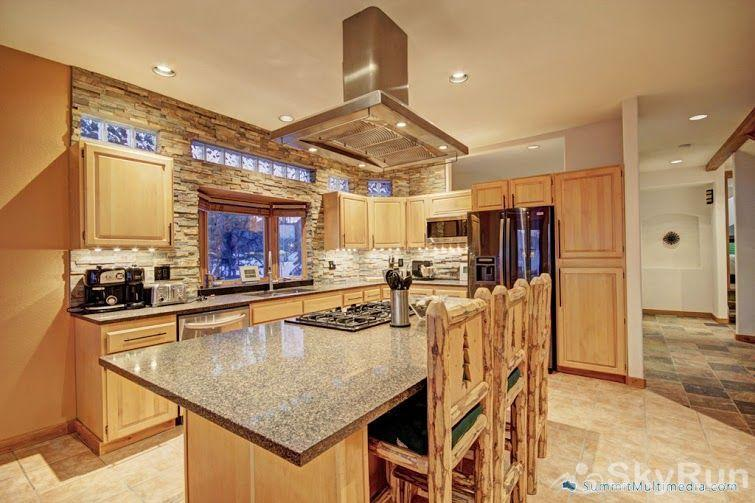 522 Ryan Gulch Gourmet Kitchen with island