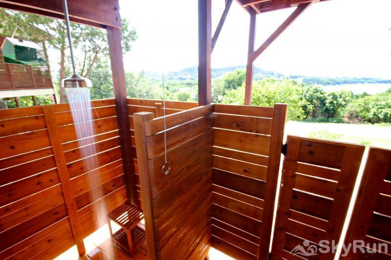 RIVENDELL LODGE Large Idyllic Outdoor Shower