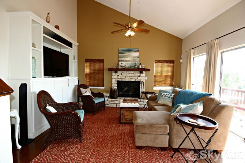 RIVENDELL LODGE Living Room with Fireplace & Large HDTV