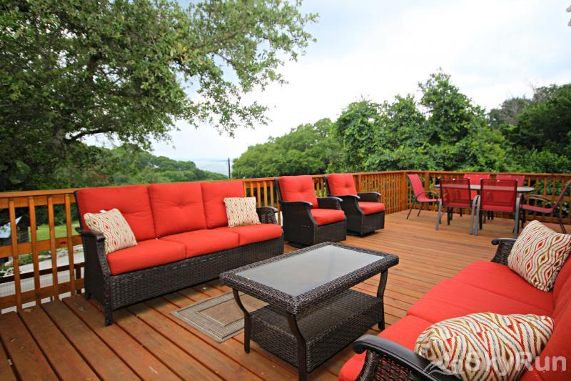 LA BUENA VIDA Spacious Deck with Lake View