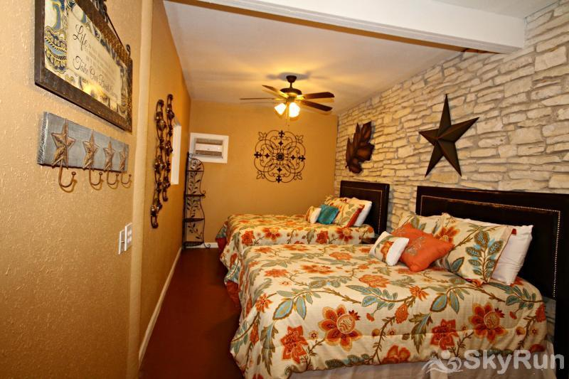 LA BUENA VIDA Third Bedroom with Two Full Beds