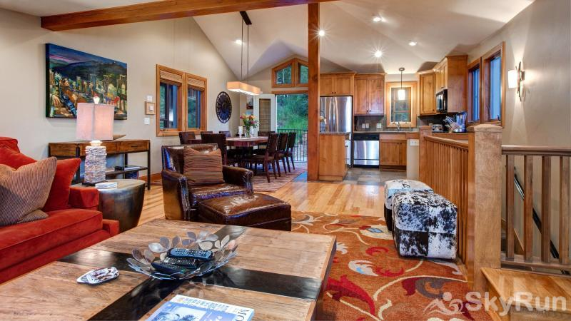 1018 Lowell Lookout Great Room
