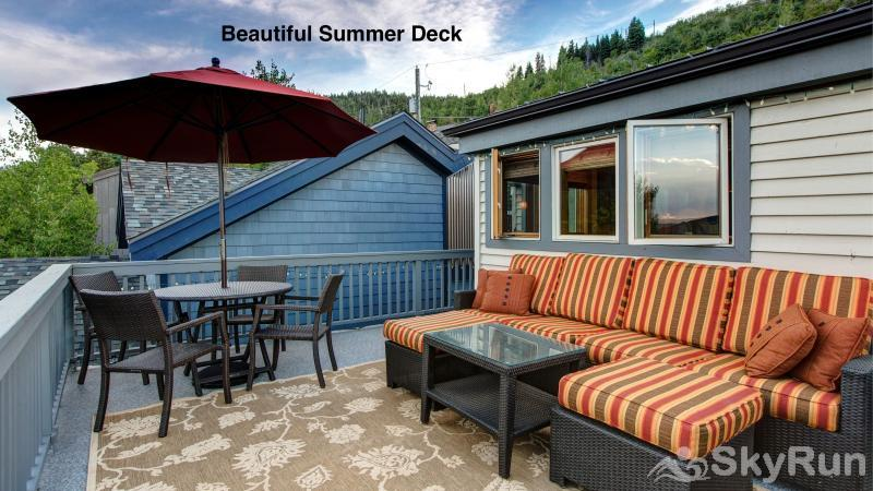 1018 Lowell Lookout Beautiful Summer Deck