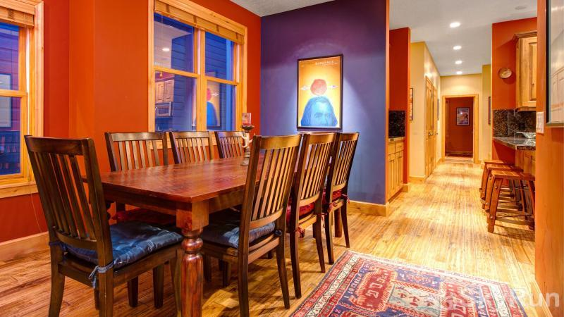 Town Lift Gem 4 Bedroom Beautiful Dining Table