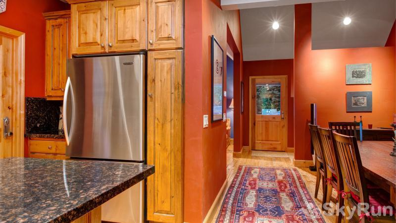Town Lift Gem 4 Bedroom Kitchen and Dining