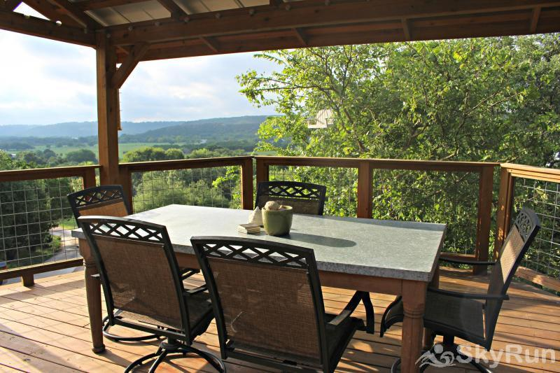 COOLVIEW CABIN Experience the View of Wimberley Valley from the Shaded Deck