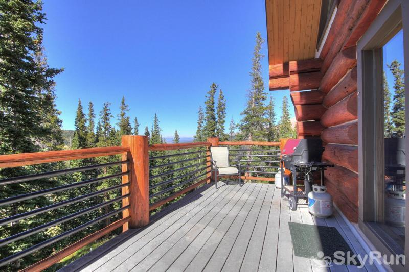 Quandary View Lodge Upstairs deck with amazing views
