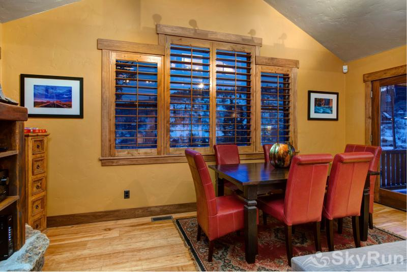 Upper Woodside 145 Luxury 3 Bedroom Dining Room