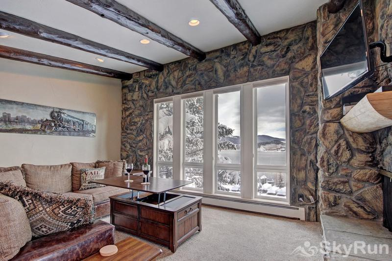 A308 Lake Cliffe Remodeled & spacious living area with stunning lake & mountain views