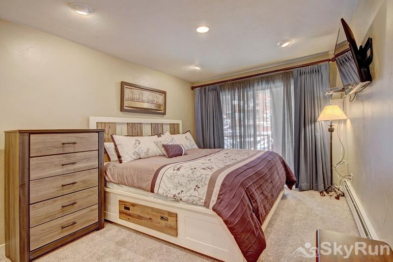 A308 Lake Cliffe Beautiful master bedroom