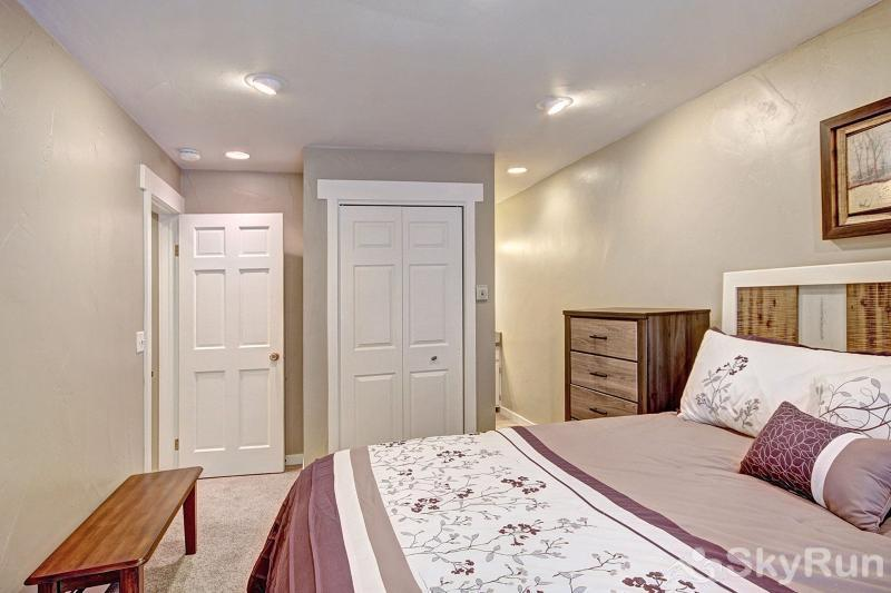 A308 Lake Cliffe Master bedroom