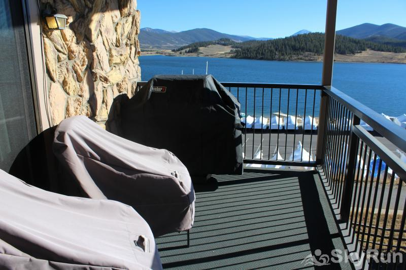 A308 Lake Cliffe Private deck with BBQ