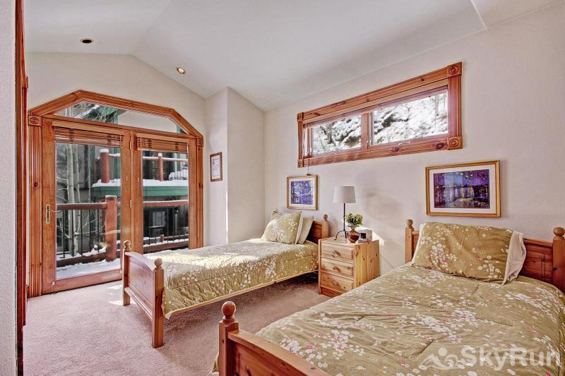 Dogwood Lodge Bedroom #4: Two twin beds (perfect for teens!)