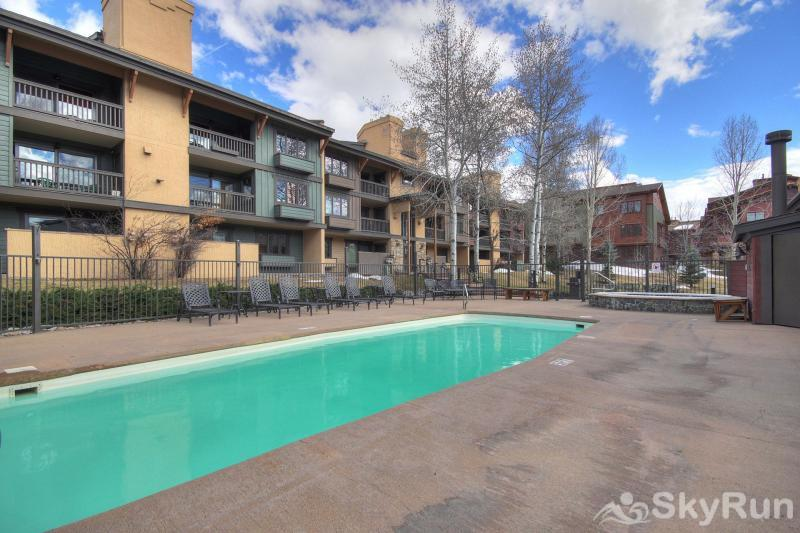 Phoenix 118A You'll have access to an outdoor heated swimming pool and 2 hot tubs.