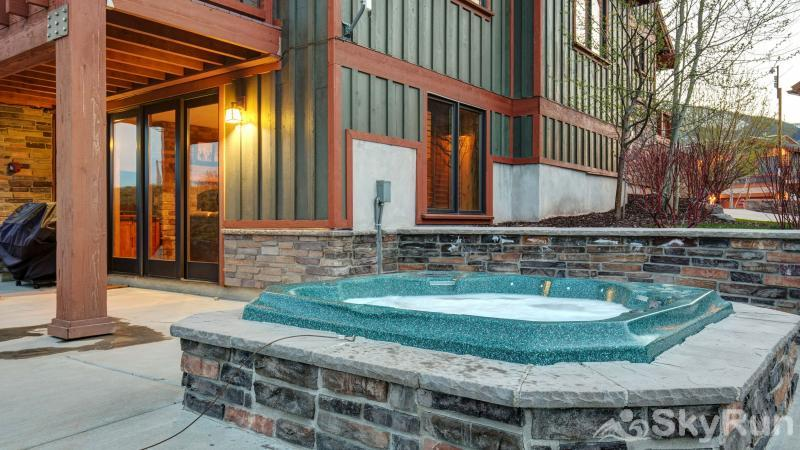 Mountain Home Retreat 1235H Private Jacuzzi