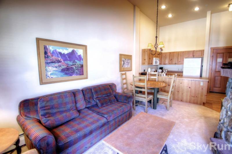 8642 Expedition Station Living Room & Kitchen