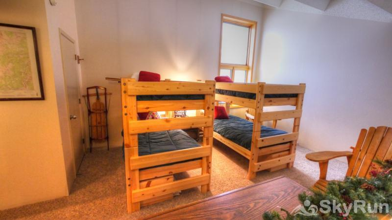 PG309 Peregrine Lodge - Steps to Super Bee Lift Two Twin Bunks