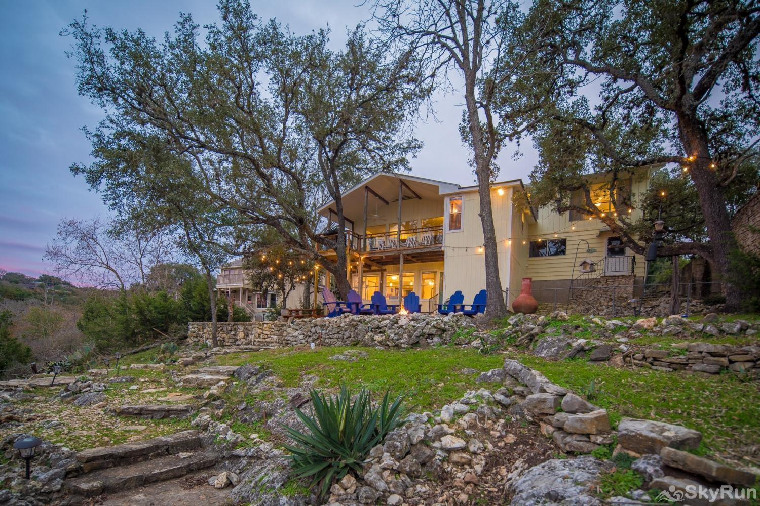 TEXAS ROSE LODGE Book your Canyon Lake vacation today!