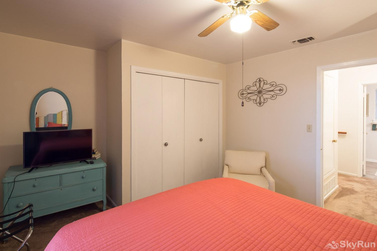 TEXAS ROSE LODGE First bedroom, cont.