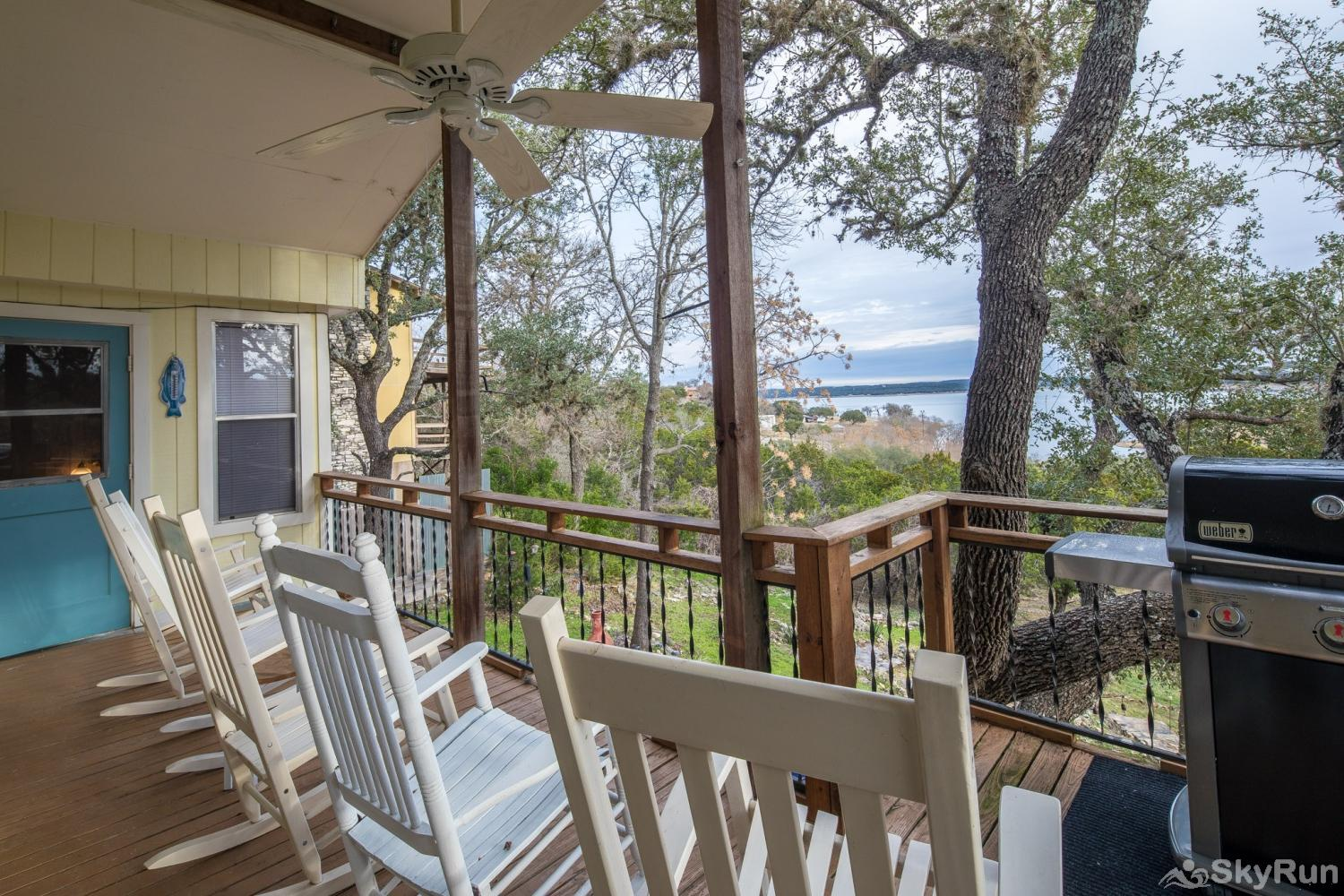 TEXAS ROSE LODGE Deck space with comfortable rocking chairs