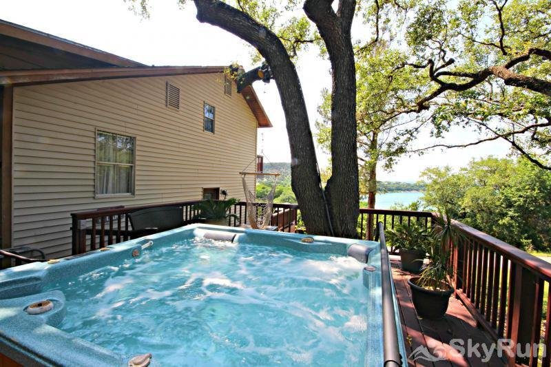 RIVENDELL RETREAT Large Hot Tub Overlooking Canyon Lake