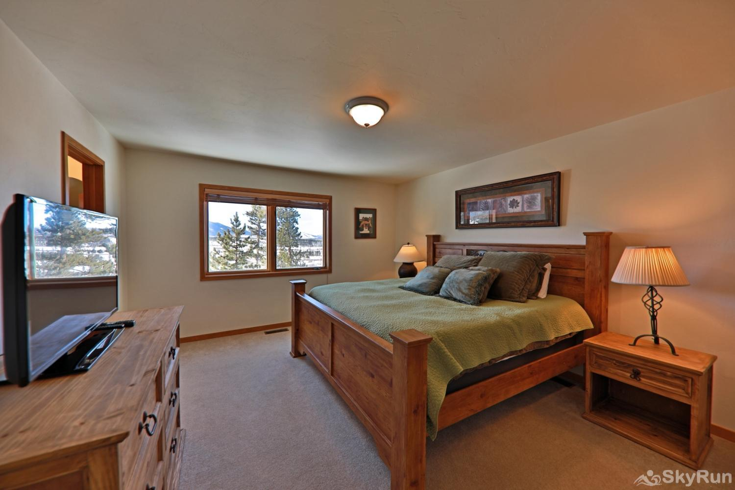 Wapiti Drive Townhome Master with King Bed and ensuite