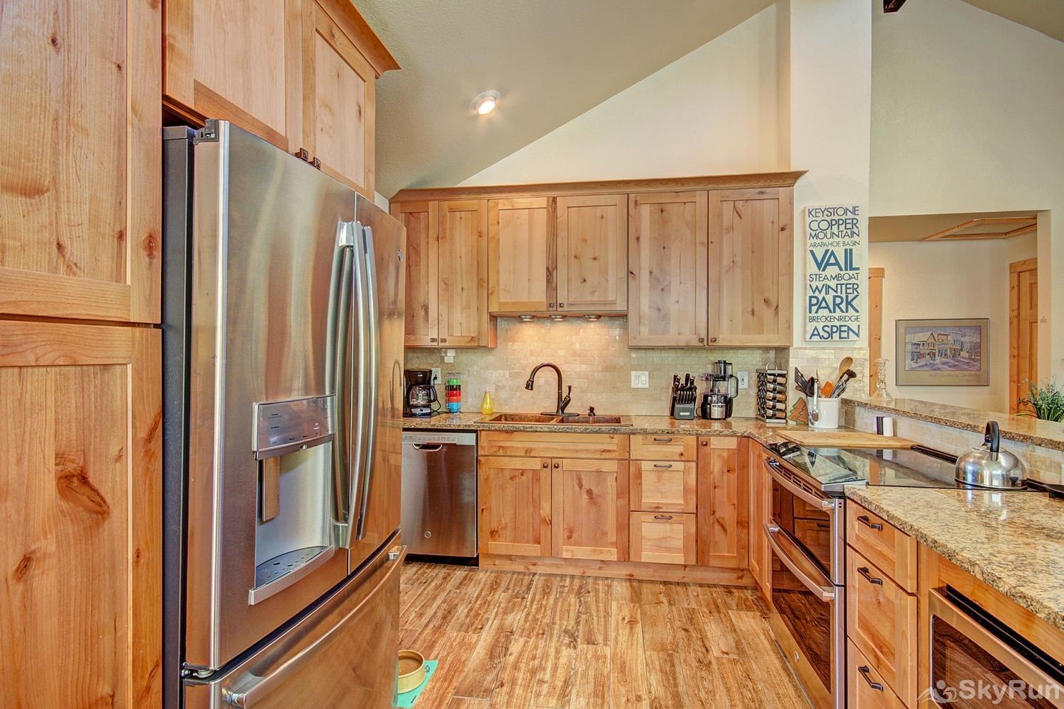 Broken Lance Lodge Granite and stainless appliances