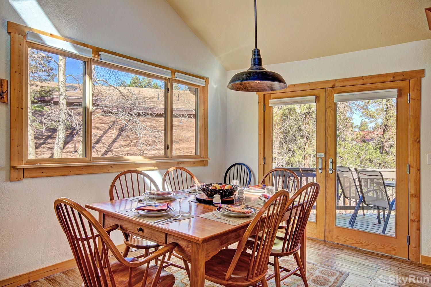 Broken Lance Lodge Dining area with access to deck and great views