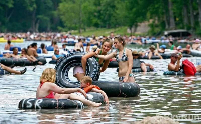RICKS RIVER HAUS Prime Location for Tubing, Rafting, and more
