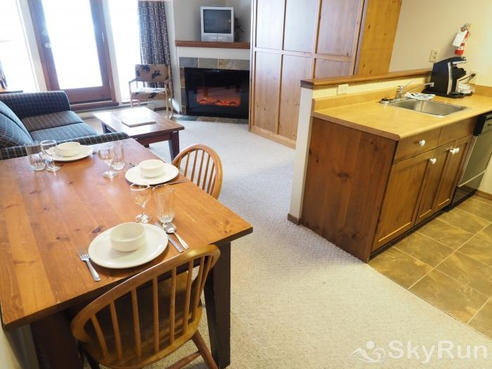Apex Mountain Inn 1 BDRM Suite 103-104 Dining room