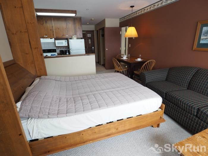 Apex Mountain Inn 1 BDRM Suite 201-202 Murphy bed/living room