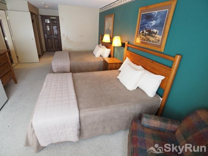 Apex Mountain Inn 1 BDRM Suite 225-226 Bedroom