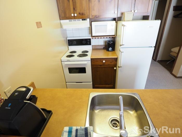 Apex Mountain Inn 1 BDRM Suite 311-312 Kitchen