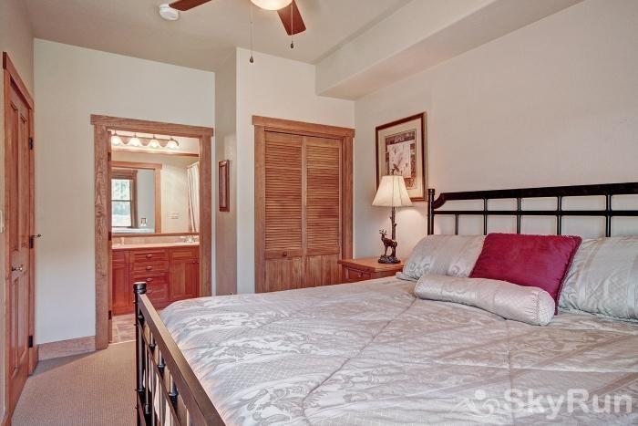 2345 Red Hawk Townhome King Bed