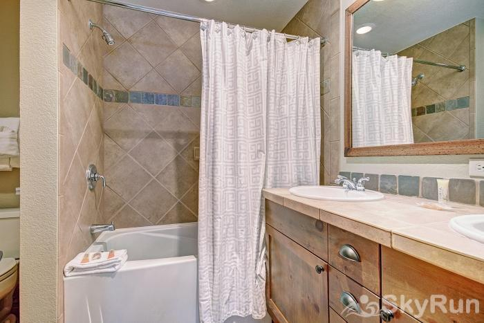 6552 Settlers Creek Townhomes Jack And Jill Guest Bathroom