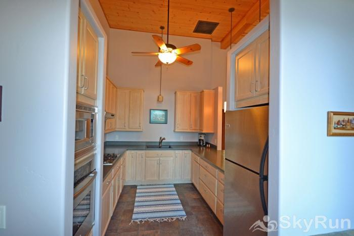 Lodgepole Ridge Cabin Fully Equipped Kitchen