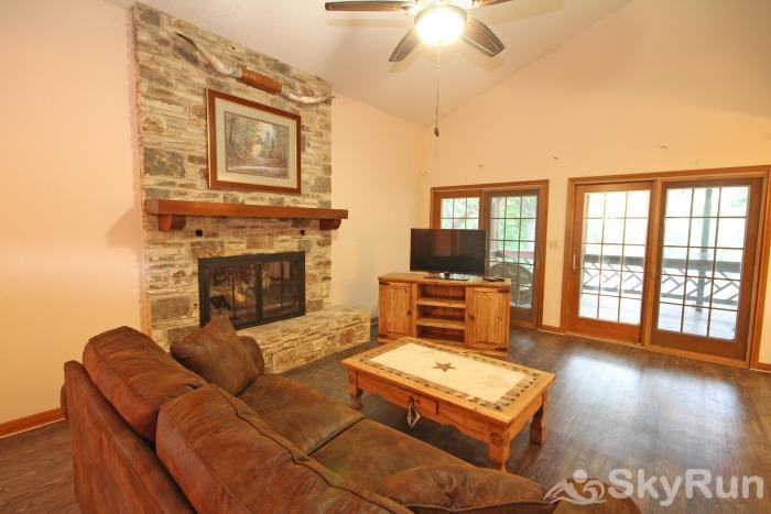 PONDEROSA PARADISE Living Area with HDTV and Cable
