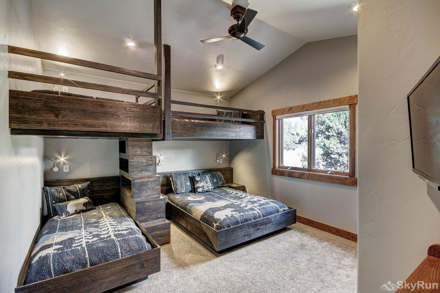 Swan River Retreat Newly remodeled bunk room with queen and 3 twin beds