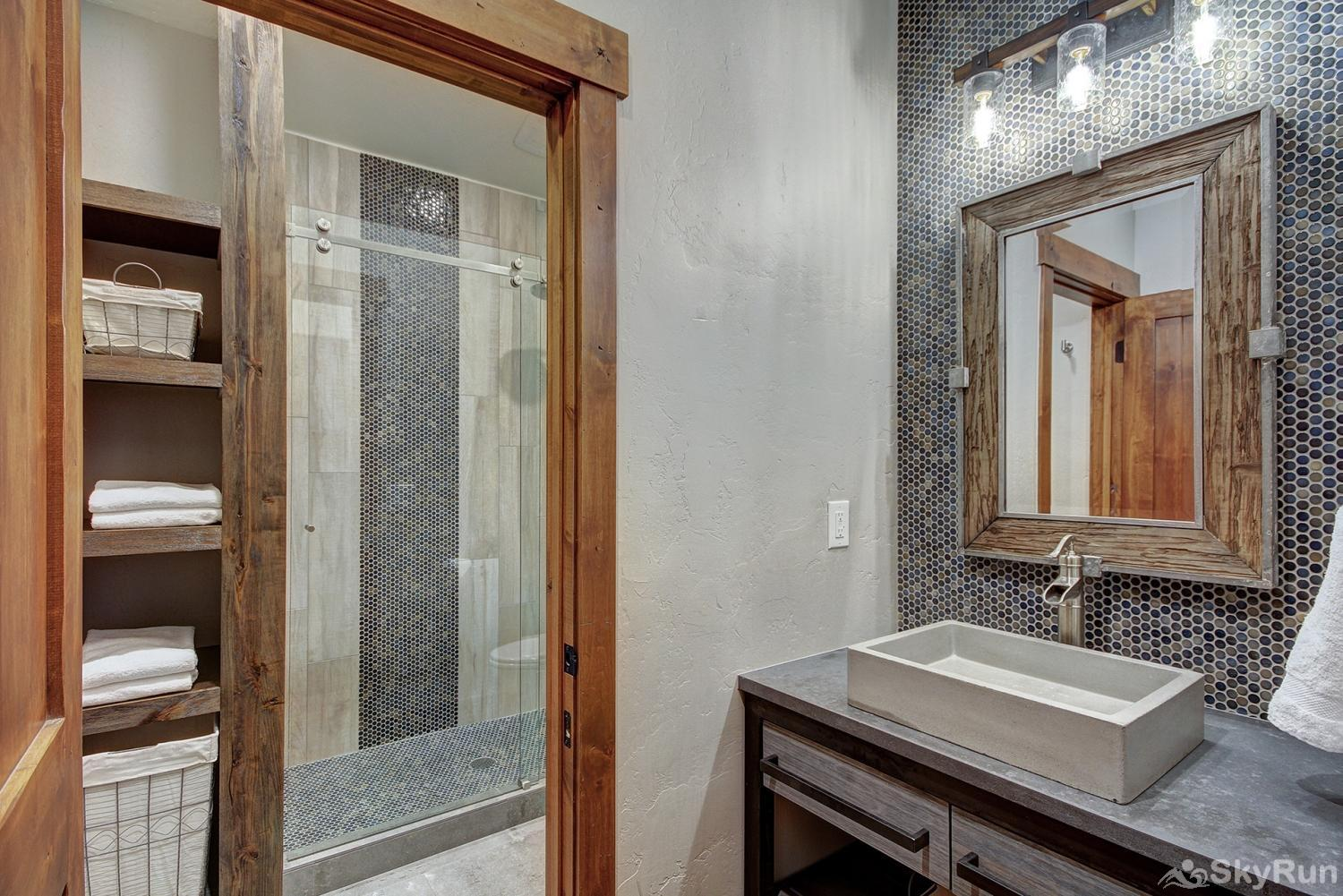 Swan River Retreat Newly remodeled full bathroom