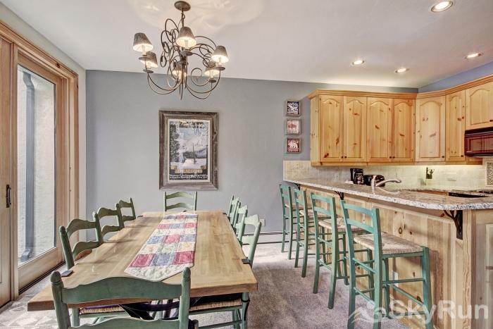 2985 Ironwood Townhomes Dining Area & Breakfast Bar