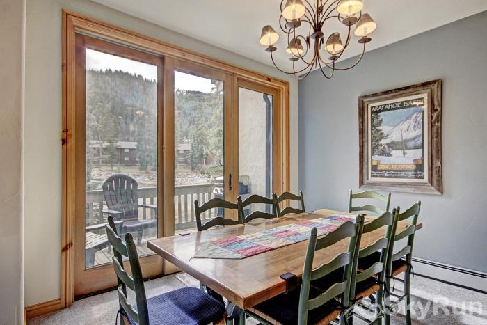 2985 Ironwood Townhomes Dining Area